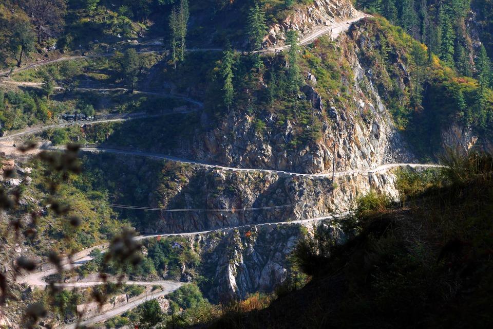 malana_village_road_kasaul_india